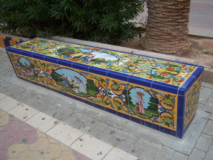 Banco de azulejos en Jardín Rey Padro I (Jumilla-Murcia)