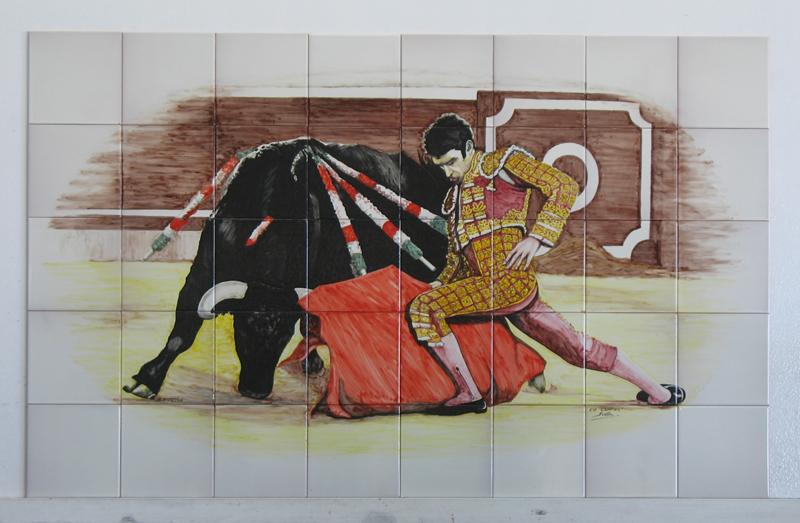 Mural de azulejos pintados a mano. Torero