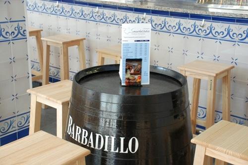"""Zócalo de azulejos en cervecería """"mar de cádiz"""" Zaragoza"""
